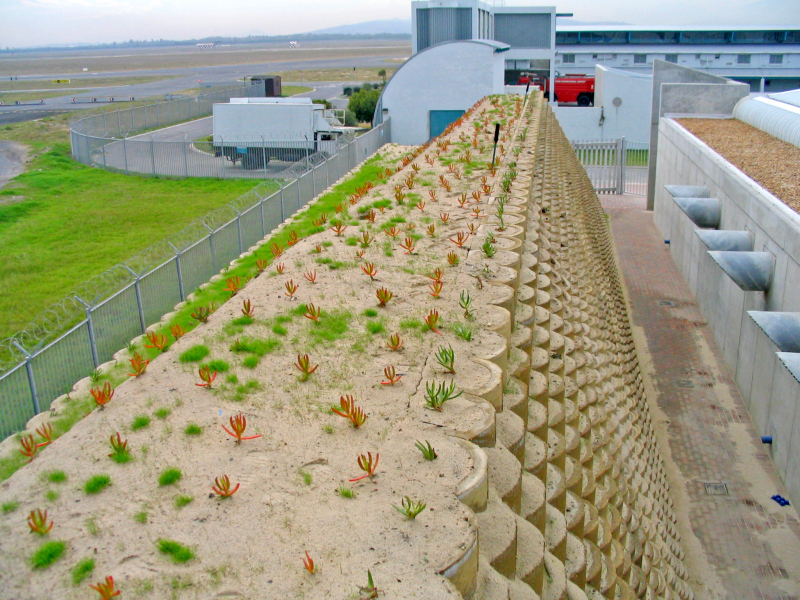 Retaining walls make effective noise barriers - Building & Decor